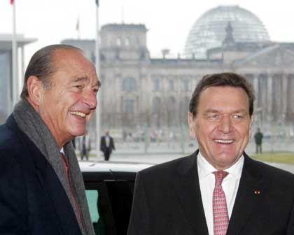 Verwirrende Zusammenarbeit: Frankreichs Staatspräsident Chirac (l.) und Bundeskanzler Schröder