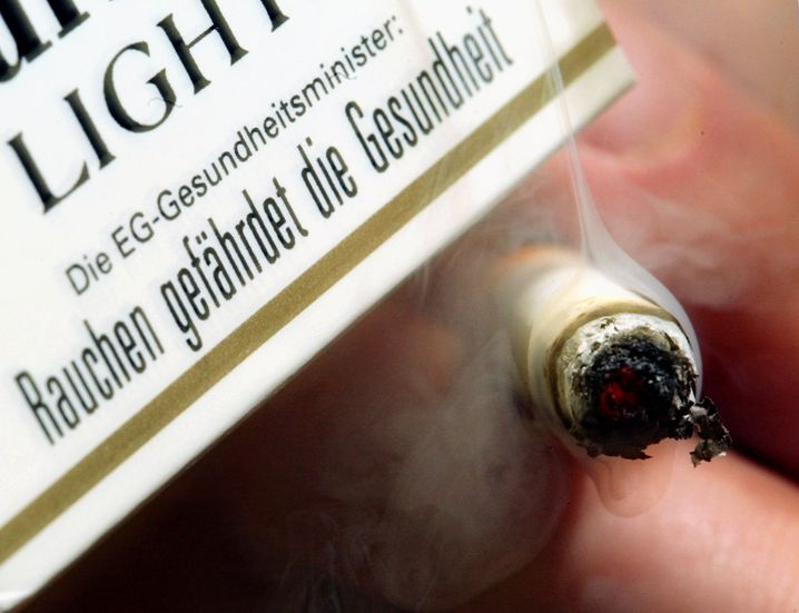 Der Tabakkonzern Philip Morris klagt gegen Australiens Gesetz zu Einheitsverpackungen für Zigaretten - laut Weltgesundheitsorganisation WHO ein Meilenstein für den Nichtraucherschutz