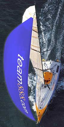 """Der legendäre Open60 Kingfisher, den bisher Ellen MacArthur segelte, wird im Juni als """"Team 888"""" mit dabei sein. Die 18,50 Meter Yacht wurde vom Team 888 gechartert - benannt nach der Segelnummer von Kingfisher."""