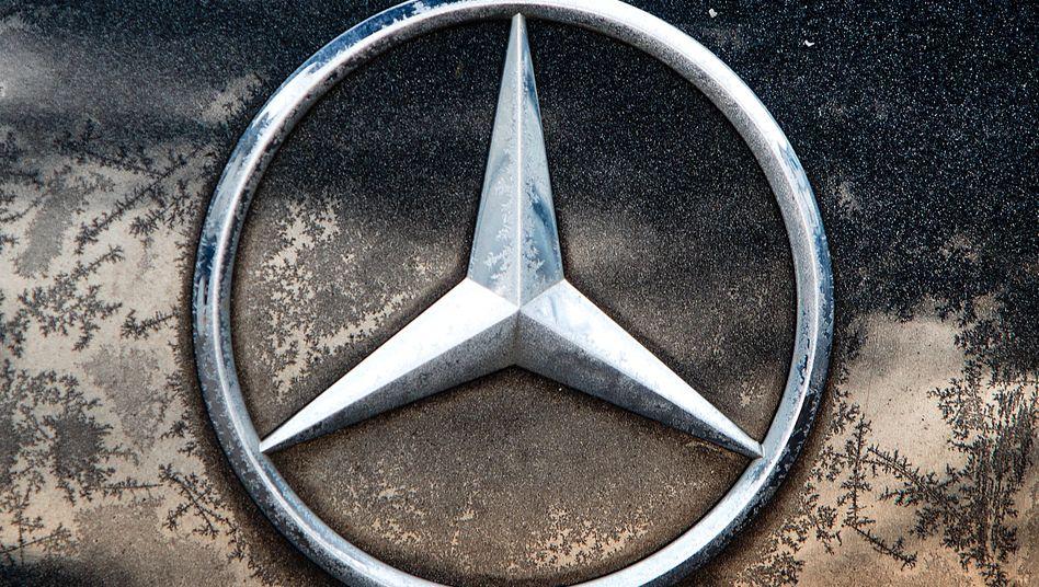 Daimler-Logo: Der Autobauer will wohl auch die erst Ende 2019 umgesetzte Teilung des Konzerns in drei Sparten noch einmal überprüfen