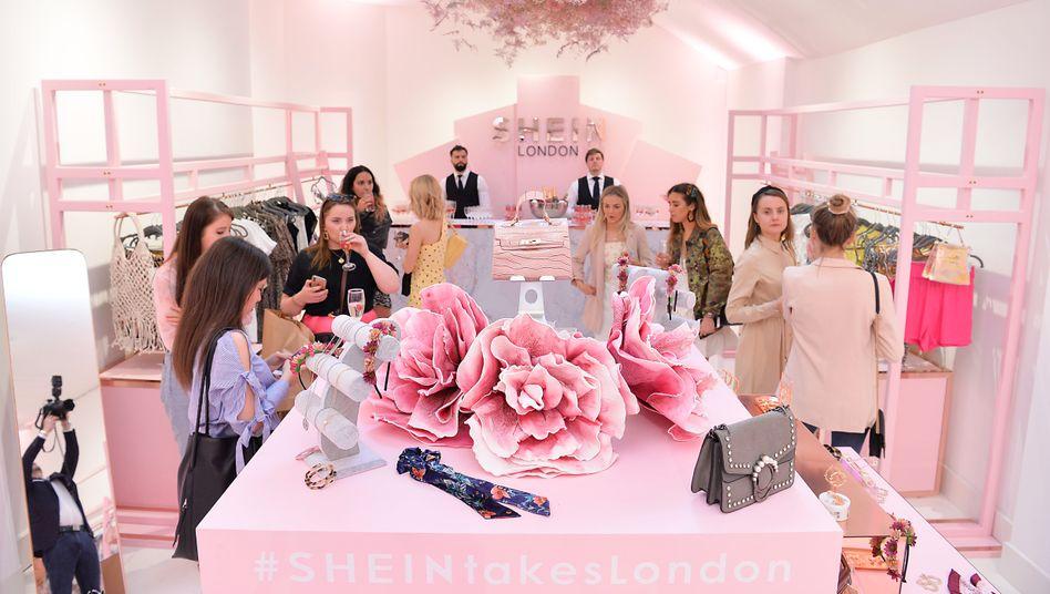 La vie en rose: Wenn der Onlinehändler Shein in London, wie hier 2019, oder in Berlin Pop-up-Stores eröffnet, ist der Andrang von jungen Fans riesig
