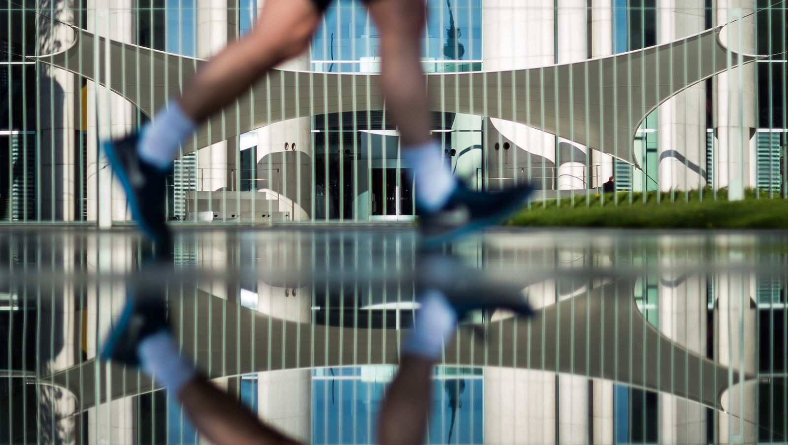 Jogger Berlin anonym / Spiegelung