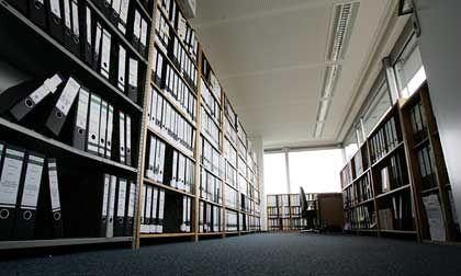Raumfüllend: Für die rund 700 Leitzordner umfassende Akte musste der Wirtschaftsstrafkammer des Hamburger Gerichts zusätzlich Platz zur Verfügung gestellt werden