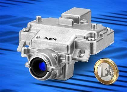 Womit das Auto sieht: Kleine Videokameras erhöhen unter anderem die Zuverlässigkeit der Messungen von Ultraschall- und Radarsensoren