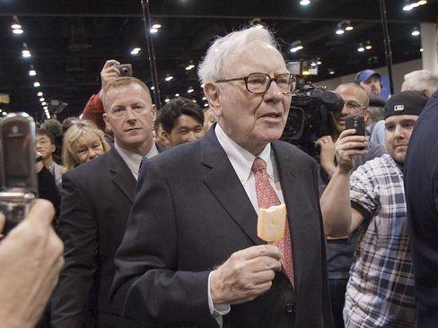 Eis essen statt absahnen: Erst jüngst wetterte Buffett gegen üppig versorgte Bankchefs