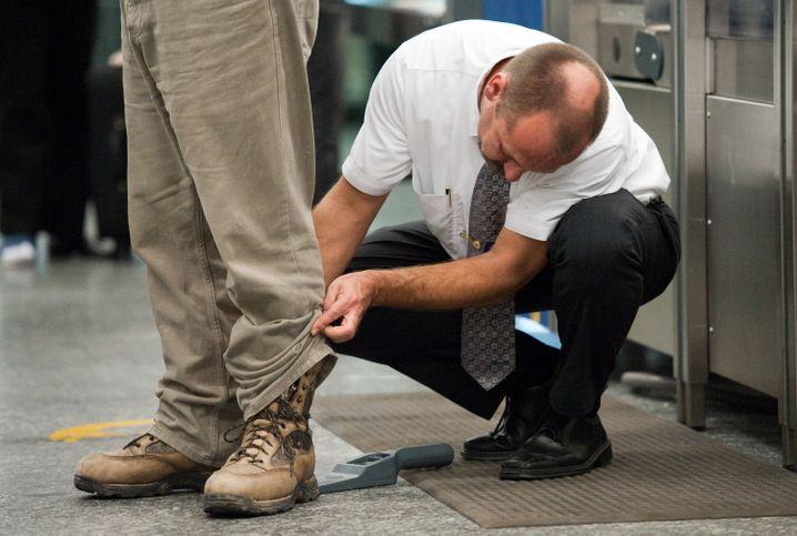 Zeigt her eure Füße: Sicherheitskontrollen nerven, aber man kann die Sache beschleunigen, wenn man weiß, wie