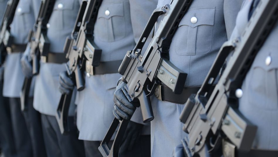 Das Standardgewehr der Bundeswehr (Archiv): Soldaten mit Gewehren des Typ G36
