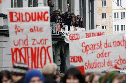 Demonstration: Tausende Studenten demonstrieren für bessere Studienbedingungen