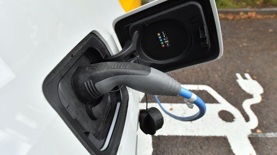 Die Zahl der öffentlichen Ladepunkte für E-Autos steigt in Deutschland