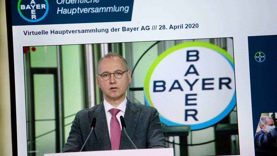 Baumann teilt den Bildschirm: Durch die Übernahme von Monsanto hat Werner Baumann den Bayer-Konzern in die schwerste Krise seiner Geschichte gestürzt. Dennoch wurden er und der gesamte Vorstand entlastet