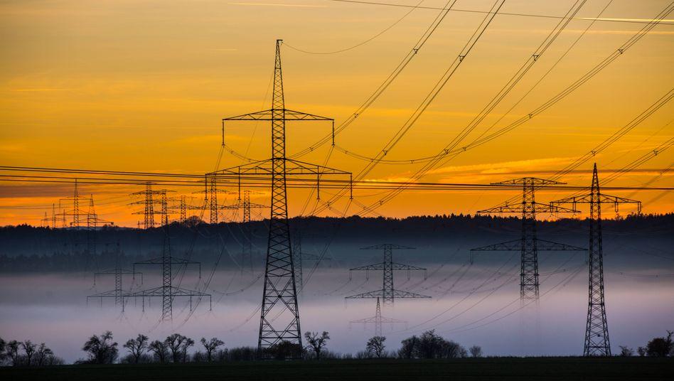 Stromtrasse in Erfurt: Die EEG-Umlage macht ungefähr ein Viertel des Strompreises aus