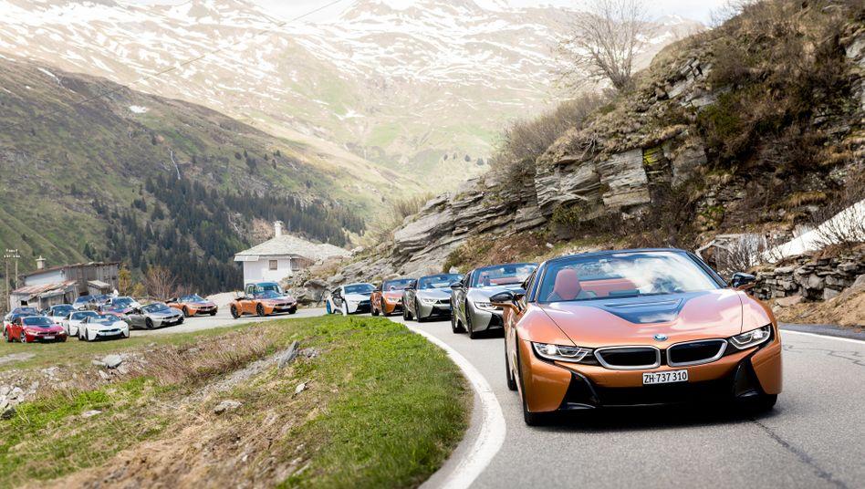 BMW-Hybridsportwagen i8 Roadster: Auch die Aktie des bayerischen Autoherstellers zog es zuletzt deutlich nach oben