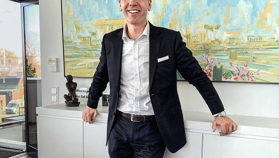KÄUFERSTOLZ Markus Eisenbeis vor dem jüngst schmerz- wie freudvoll erworbenen Bild von David Schnell