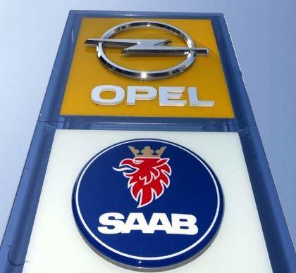 """3. Das Markenimage: """"Opel, der Zuverlässige"""" sei zum Allerweltsauto verkommen, kritisierte Helmut Becker, Leiter des Münchener IWK (Institut für Wirtschaftsanalyse und Kommunikation), gegenüber manager-magazin.de. Das gelte weniger für den aus seiner Sicht gelungenen Golf-Konkurrenten Astra, sondern vielmehr für das Mittelklassemodell Vectra, das in Rüsselsheim montiert wird. Die Marke Saab dagegen biete - obwohl von GM stiefmütterlich behandelt - immer noch viel Potenzial als Premiummarke, die man neu beleben könne. """"Und ein Saab muss einfach 'Made in Sweden' sein."""" In Europa sei Saab die einzige Premiummarke des GM-Konzerns. Fazit: 0 : 3 gegen Deutschland"""