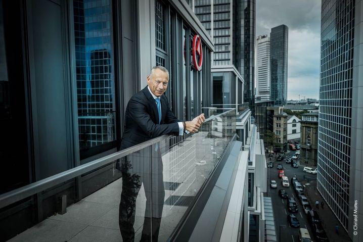 Walter Sinn (54) verantwortet als Managing Partner die Aktivitäten des Beratungsunternehmens Bain & Company in Deutschland und ist Mitglied im Global Board of Directors. Seine berufliche Laufbahn hatte er bei der Deutschen Bank begonnen,