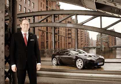 Besonderes Vergnügen: Finanzmanager Christ mit dem Aston Martin Vantage