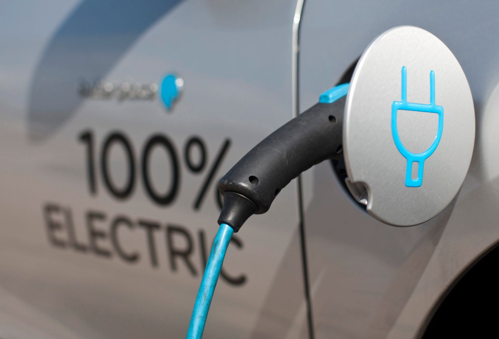 Better Place electric cars remove CEO