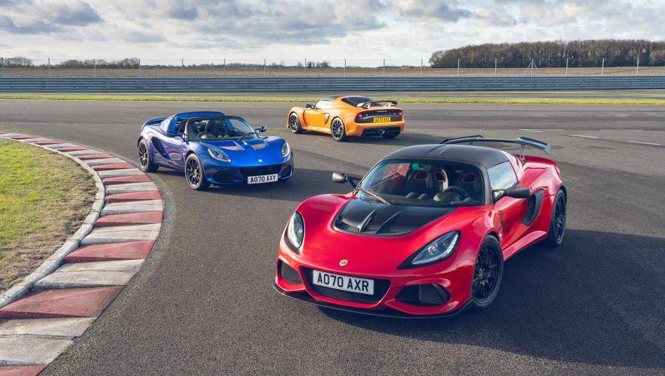 Verbrenner-Finale: Die Final Editions des Lotus Elise Sport 240 (blau), Lotus Exige Sport 390 (gelb) und Exige Sport 420 (rot) werden nur mehr bis Jahresende gebaut, dann folgt der Lotus Emira als letztes Verbrennermodell vor der Elektro-Komplettumstellung