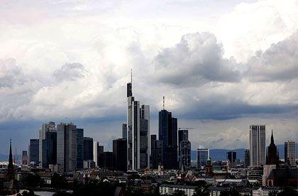 Wie weggeblasen: Die dunklen Wolken über Frankfurt verflüchtigen sich. Banken schöpfen Vertrauen und leihen sich wieder verstärkt Geld.