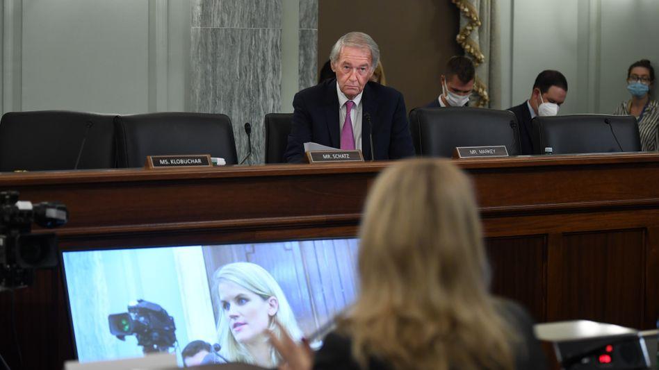 """""""Moralischer Bankrott"""": Whistleblowerin Frances Haugen erhebt vor einem Unterausschuss des US-Senats Vorwürfe gegen ihren ehemaligen Arbeitgeber Facebook"""