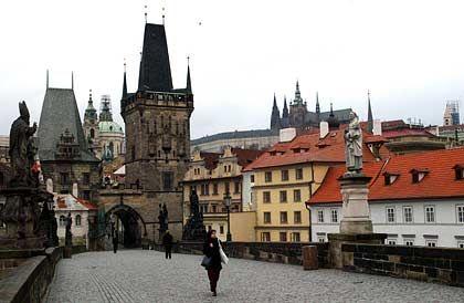 Schöne Kulisse Prag: In Tschechien lässt es sich trefflich Autos bauen, so die Meinung der Autobauer