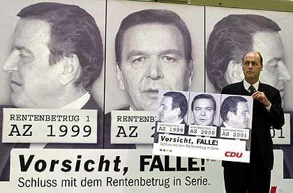 Verbrecher-Plakate der CDU: Generalsekretär Laurenz Meyer steckte Prügel ein und musste einen Rückzieher machen
