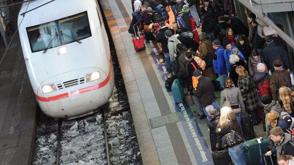 Überfüllt, ausgefallen, verspätet: Krisenunternehmen Deutsche Bahn