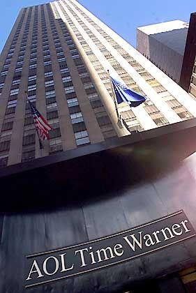 Time Warner: America Online (AOL), die Internetsparte des Medienkonzerns, investierte ebenfalls in Google. Nach Angaben des Konzerns erwarb Time Warner das Recht, fast zwei Millionen Google-Aktien zu kaufen - für den Preis von 22 Millionen Dollar.