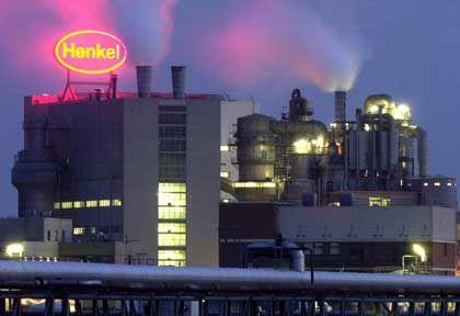 Der Schornstein muss rauchen: In der Henkel-Zentrale ziehen die Gewinne nach dem schwachen Vorjahr wieder an.