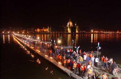 Europa-Brücke in Budapest: Aufbruchstimmung an der Puszta