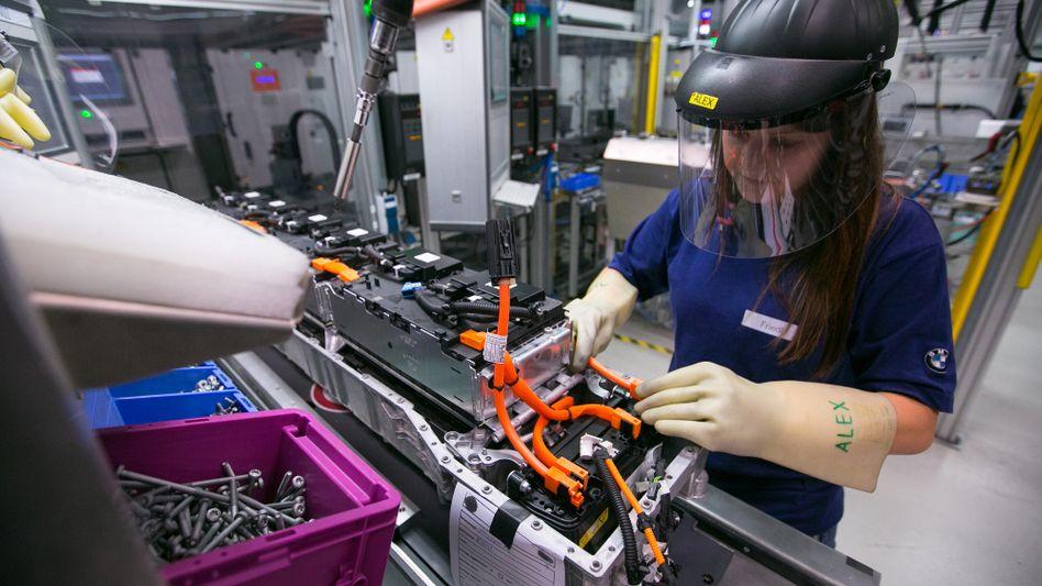 Fertigung von Lithium-Ionen-Akkus bei BMW: Die Zellen dafür könnten aus Skandinavien statt aus Asien kommen, hofft Northvolt