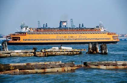 Unterwegs nach Staten Island: Die am Battery Point in Süd-Manhattan startenden Fähren können kostenlos benutzt werden und fahren rund um die Uhr