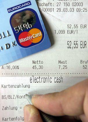 Zahlen mit Kreditkarte: Derzeit kann der genaue Schaden des jüngsten Datenmissbrauchs offenbar noch nicht beziffert werden