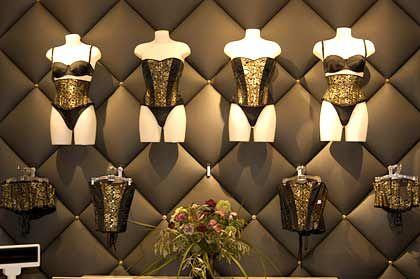 Dessous bei Mae B.: In 2004 investiert Beate Uhse 2,4 Millione Euro in die Mae-B.-Läden