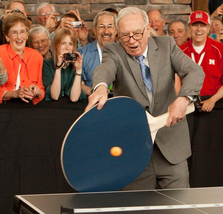 Manager in Aktion: Buffett gilt als Freund des Pingpong-Spiels