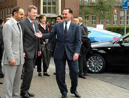 Pakt mit dem Emirat Abu Dhabi platzte unerwartet: Generalleutnant Sheikh Mohammed Bin Zayed Al Nahyan (l), Pischetsrieder und Wulff (2.v.l.) im vergangenen Sommer