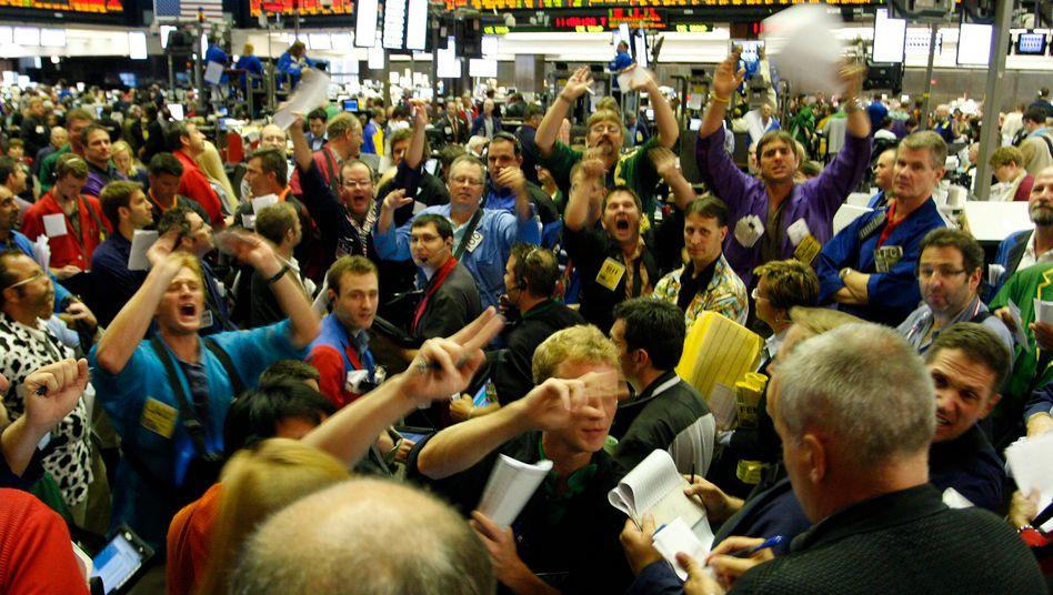 Panik: Mit den Kursstürzen im Sommer 2011 wandten sich viele Privatanleger von der Börse ab. Die Kursverluste sorgten auch für sinkende Geldvermögen der Deutschen