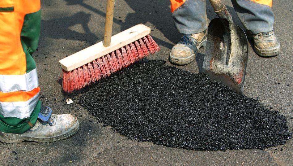 Löcher stopfen: Viele Kommunen sind knapp bei Kasse, Geld für Investitionen etwa zum Straßenausbau fehlt