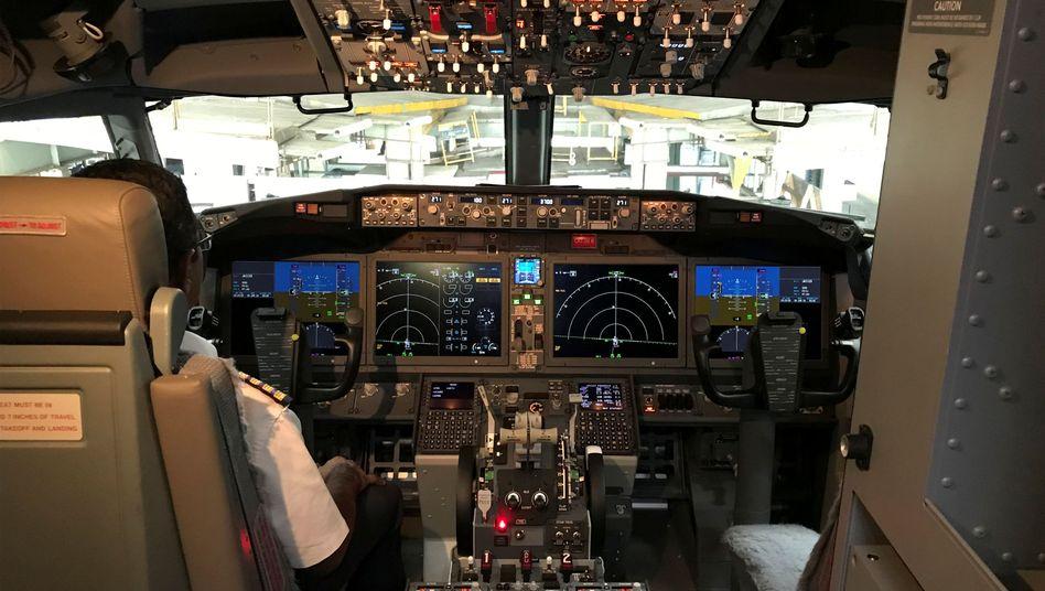 Cockpit einer Boeing 737 Max 8