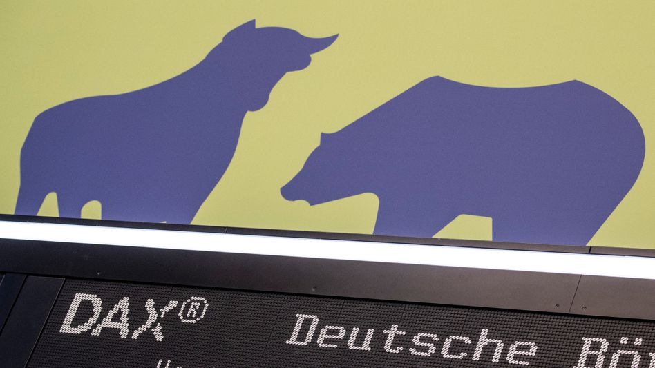 Kurstafel an der Börse in Frankfurt: Bulle und Bär wechseln sich heute ab