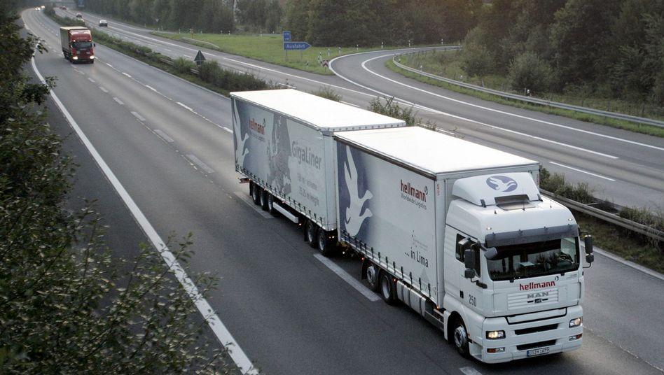 Rollendes Auslieferungslager: Deutsche Exporteure spüren die fallende Nachfrage aus Euro-Schuldenstaaten empfindlich
