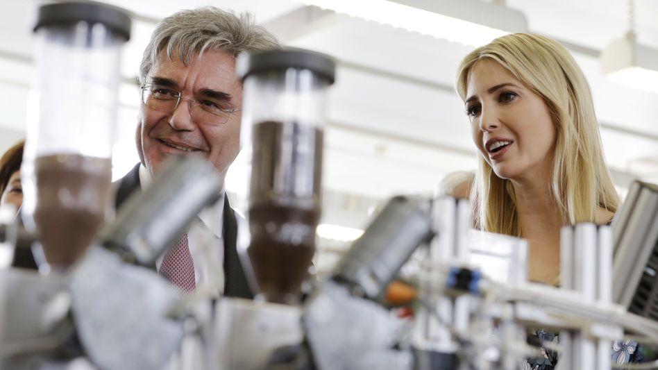 Siemens-Chef Kaeser, Ivanka Trump (im April 2017 in Berlin): Medizintechnik soll noch im ersten Halbjahr an die Börse