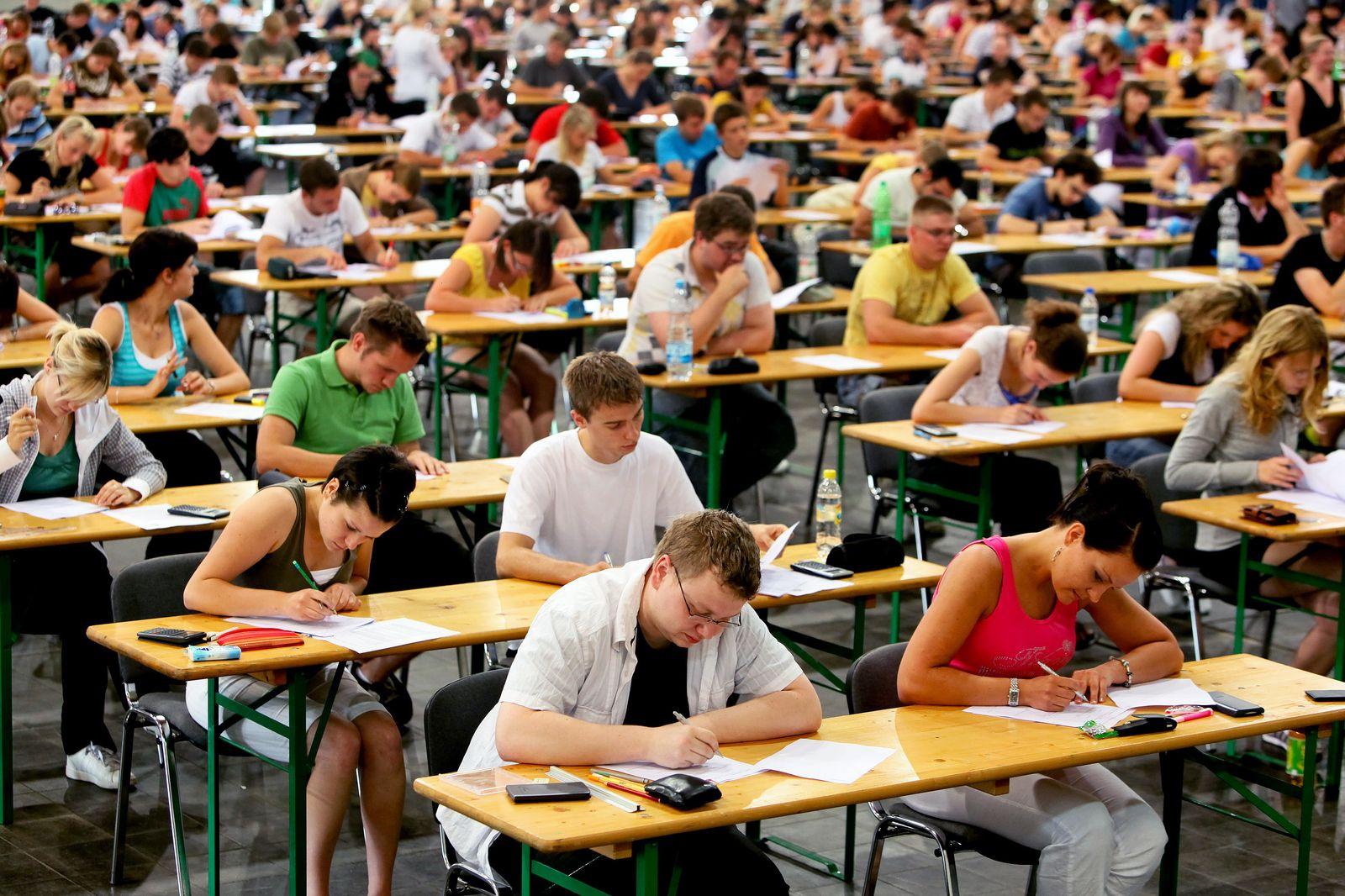 Studenten /Abschlussnoten / Klausuren / uni / Universität / Prüfung