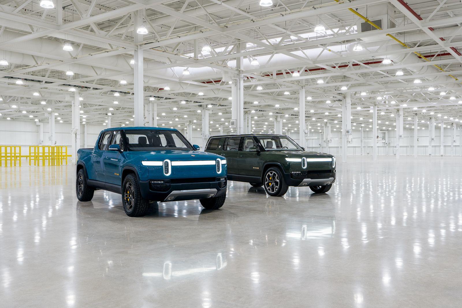2019_11_R1T-Blue-R1S-Green-Normal-Plant-BatteryLab-LightsOn