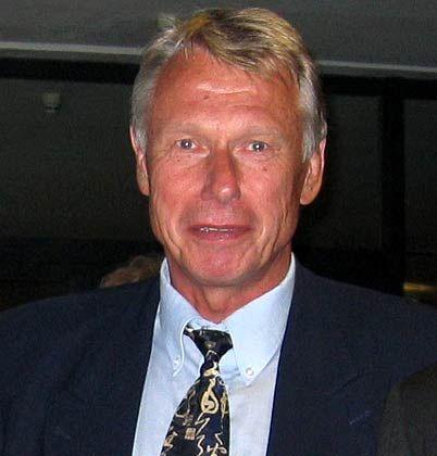 """Der promvierte Chemiker Hauke Fürstenwerth arbeitete 25 Jahre für Bayer, unter anderem in der Medikamentenentwicklung und zuletzt als Geschäftsführer eines Corporate Venture Capital Fonds. Seit 2001 ist er selbstständig und berät Technologieunternehmen und deren Investoren. 2007 erschien sein Buch """"Geld arbeitet nicht""""."""