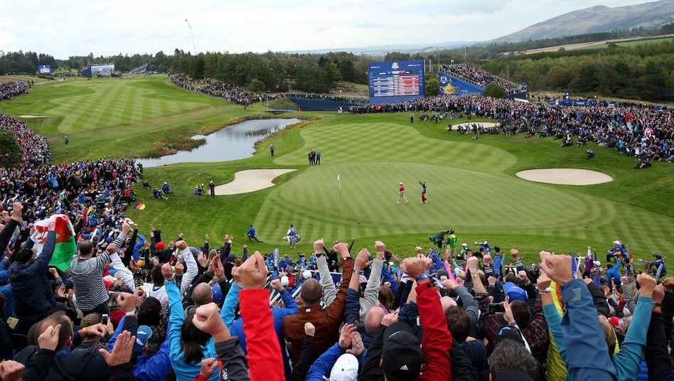 """Zuschauermagnet Ryder Cup: """"Schlachtrufe erinnern eher an Fußball als an das für Golf typische 'Quiet please'."""""""