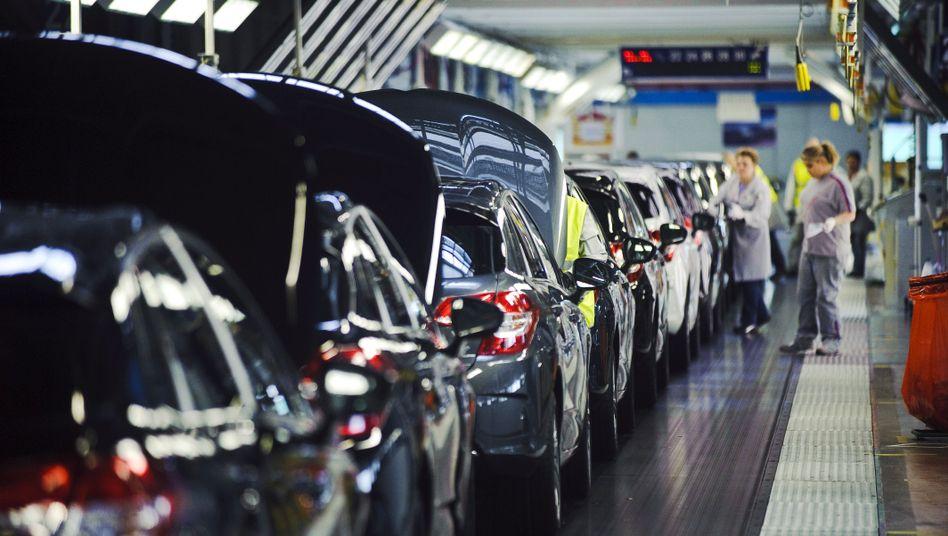 Harte Zeiten: beschäftigte in einem Werk von Peugeot-Werk in Frankreich