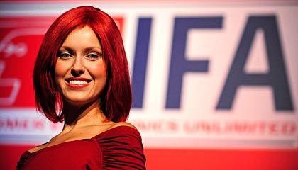 Auch 2009 mit von der Partie: Rote Miss Ifa präsentiert weiße Ware