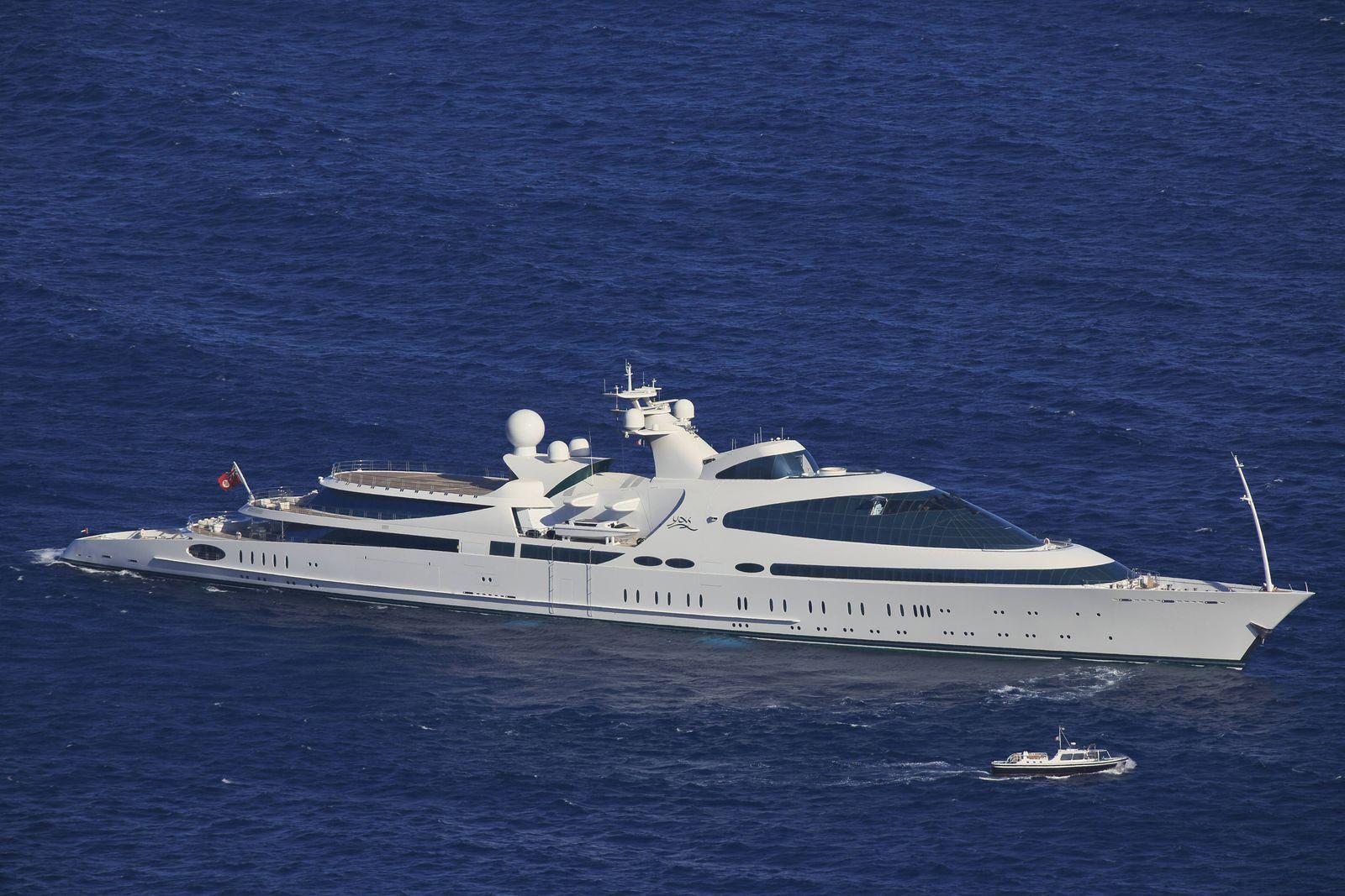 Motor Yacht YAS im Fürstentum Monaco Länge 141 Meter abgeliegert 1978 als Dänische Marinefregatte