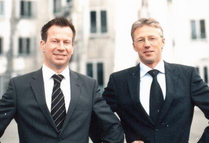 Die Innovatoren Anlagestil: Mit einer ungewöhnlichen Strategie erzielten Christian Kratz (links) und Martin Stötzel von Rhein Asset Management die höchste Rendite aller Rentenmanager. Ihr Erfolgsrezept: Sie investieren nicht ausschließlich in Zinspapiere, sondern setzen speziell konstruierte Zertifikate ein, die hohe Ertragschancen bieten, ohne dabei ein höheres Risikopotenzial aufzuweisen als klassische Anleihen. Dafür schwanken die Renditen jedoch stärker als bei reinen Rentendepots. Ihr Fonds: Kratz und Stötzel haben gerade den Inka Rendite Strategie Plus (ISIN*: DE000A0JDP86) aufgelegt, den sie wie ihre Kundendepots verwalten. *ISIN: Internationale Wertpapierkennung.